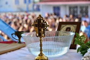 «Ο σταυρός θα μολύνει τους ανθρώπους; Ντροπή σας...»