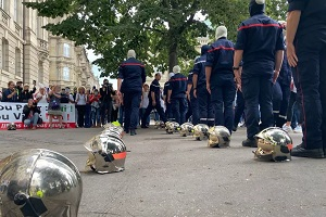 Δραματικές στιγμές στη Γαλλία: Πυροσβέστες καταθέτουν τις κάσκες τους καθώς μπαίνουν σε αναστολή!