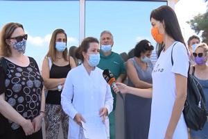 «Είμαι σε εμβολιαστικό κέντρο. Υπάρχει πολύς κόσμος που με τρόμο και δάκρυα έρχεται να κάνει το εμβόλιο επειδή αναγκάστηκε»