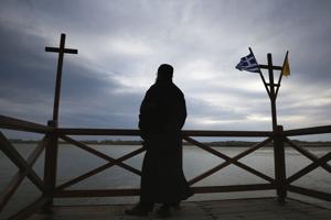 π. Αθανάσιος Μυτιληναίος: Το σημείο του Σταυρού και το σημείο του Αντιχρίστου