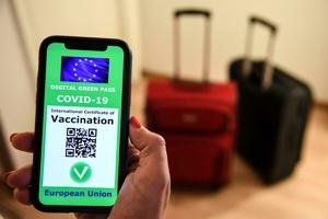 Η «ελευθερία» του πιστοποιητικού εμβολιασμού και το σοκ της επιστροφής στην πραγματική κανονικότητα