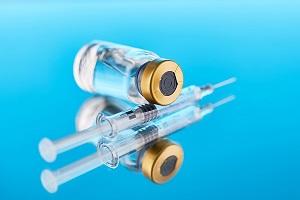 Ελπιδοφόρος Σωτηριάδης (Καθηγητής Επιδημιολογίας): Πρέπει να ανασταλούν οι εμβολιασμοί για τον κορωνοϊό