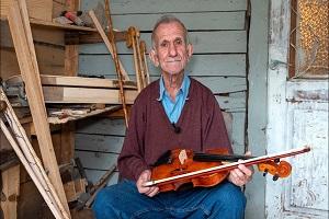 Μπαρμπα-Χρήστος: Ο γητευτής της ξυλογλυπτικής τέχνης