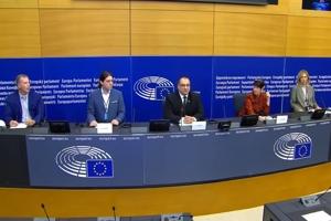 Συνέντευξη τύπου Ευρωβουλευτών κατά του υποχρεωτικού εμβολιασμού και του υγειονομικού πιστοποιητικού!