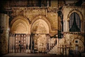 Η Αγία Πόρτα του Πανίερου Ναού της Αναστάσεως