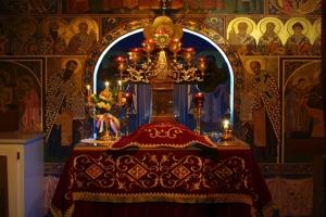 π. Aθανάσιος Μυτιληναίος: Απαγορεύεται η τέλεση Θείας Λειτουργίας χωρίς πιστούς