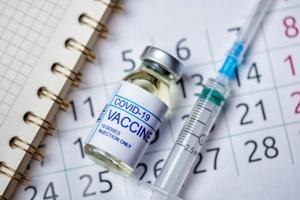 Όλο και συχνότερα τα κρούσματα σε εμβολιασμένους υγειονομικούς! Τι συμβαίνει με τα εμβόλια;